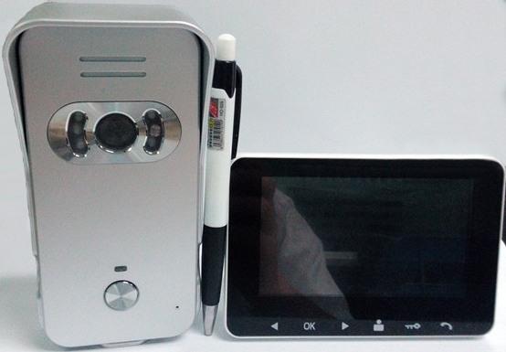 """Оба блока  видеодомофона """"DP-439"""" имеют компактные размеры"""