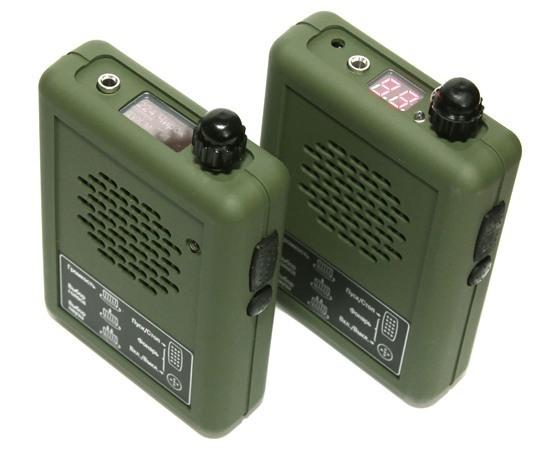 """Манок электронный """"Егерь-5М"""" (слева) и предшествующая модель (справа): на дисплее отображается не только номер голоса, а и наименование фонограммы!"""