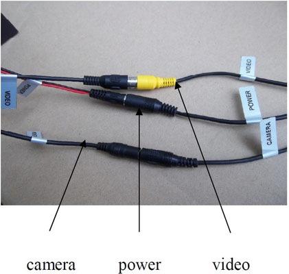Провода, предназначенные для соединения камеры с монитором и их запитывания от аккумулятора, подписаны — вы точно ничего не перепутаете