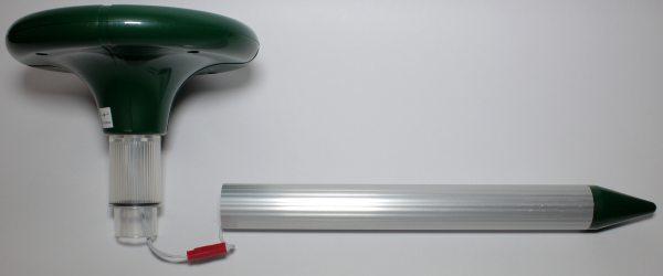 """Коннектор в отпугивателе кротов """"SITITEK Гром-Профи LED+"""" расположен в трубке"""