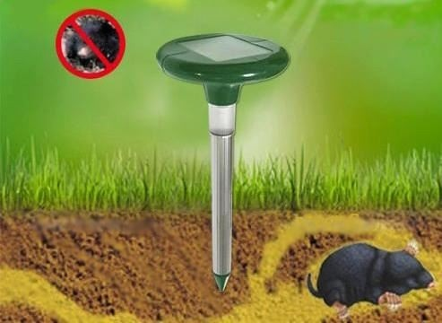 Прибор создает звуковые и вибрационные колебания, которые эффективно прогоняют кротов