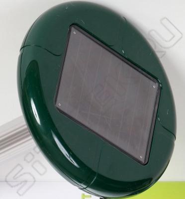"""Солнечная батарея на корпусе отпугивателя кротов """"Гром-Профи  LED+"""""""