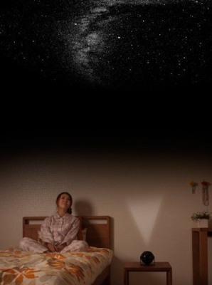"""Домашний планетарий """"HomeStar Lite"""" позволит Вам наслаждаться звездным великолепием, раскинувшимся прямо на потолке Вашей комнаты!"""