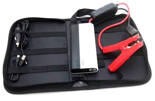 """""""JumStarter 12000mAh"""" поставляется в чехле, в котором удобно хранить само устройство и все сопутствующие аксессуары"""
