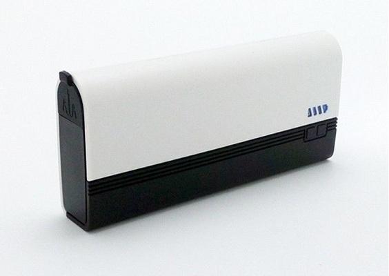 """""""JumStarter 12000mAh"""" — не только полезное, но и стильное устройство с алюминиевым корпусом"""
