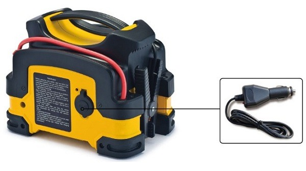 """""""Jump Starter 500A Professional"""" может заряжать портативные устройства при помощи универсального USB-адаптера"""