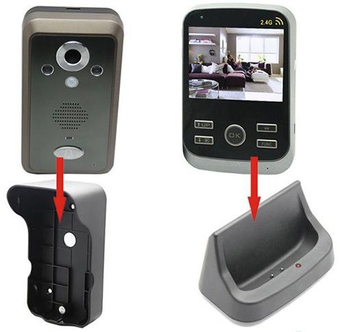 Вызывная панель видеодомофона KIVOS крепится на стену, а монитор в специальной док-станции можно удобно разместить на столе