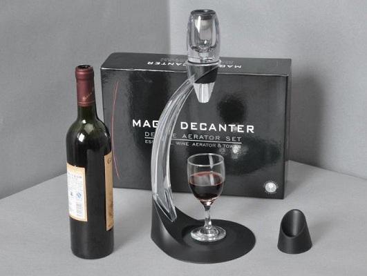 """Аэратор для вина """"Magic Decanter"""" с изящной подставкой под бокал"""