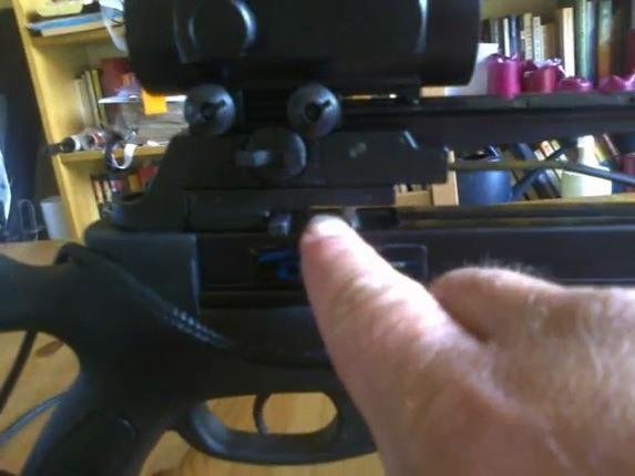 Защита от холостого выстрела не даст нажать спусковой крючок, если на ложе нет стрелы