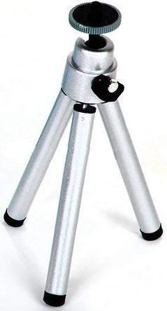 Металлический штатив придает устойчивость микроскопу Микрон-200 во время наблюдений