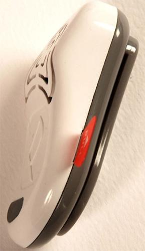 """Ультразвуковой отпугиватель """"MiteLess"""" (вид сбоку). С помощью специального крепления, которое находится на задней стенке, устройство можно легко вешать на пояс"""