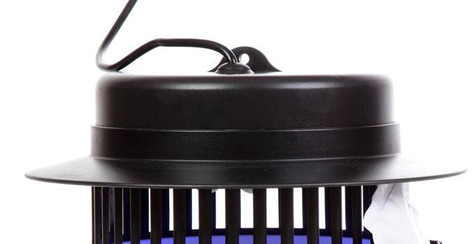 Прибор оснащен креплением, которое позволяет подвесить его под потолком
