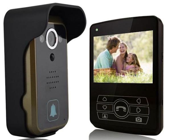 С помощью дополнительных мониторов видеодомофон SITITEK Dome 3.5 позволяет смотреть происходящее за дверью одновременно нескольким пользователям