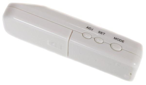 Крышка батарейного отсека на задней стороне алкотестера SITITEK PRO2 открывается столь же легко, как и на пульте ДУ от любой бытовой техники
