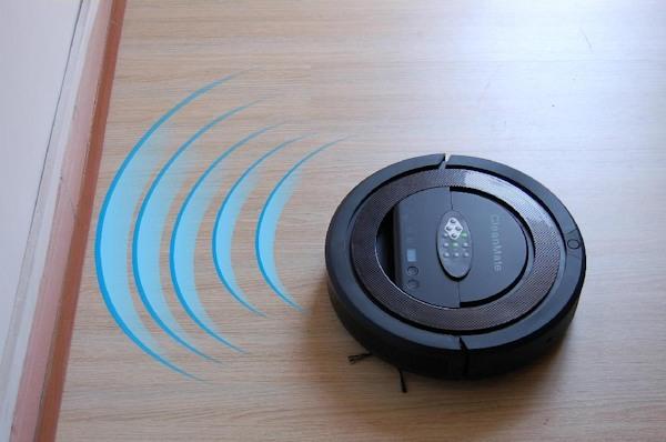 """""""SITITEK QQ-5"""" оснащен датчиками, которые исключают столкновение робота-пылесоса со стенами и мебелью"""