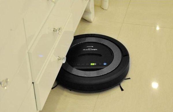 """Робот-пылесос """"SITITEK QQ-5"""" легко проникает под диваны, кровати и прочую мебель"""