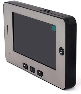 Внутренний блок видеоглазка (монитор) имеет классический дизайн и хорошо впишется в интерьер любой квартиры