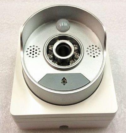 Кнопка звонка находится в нижней части видеодомофона