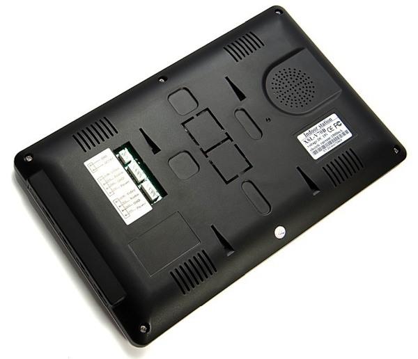 Разъемы для  подключения питания, вызовной панели и дополнительных мониторов находятся на задней панели монитора