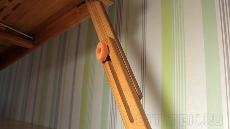 Чтобы зафиксировать ножки столика SITITEK Bamboo 2 на выбранной высоте, они снабжены специальными винтами