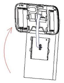 Установите на внутреннюю часть заднюю крышку и уложите шлейф