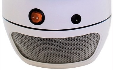 В нижней части устройства расположены кнопка  включения/выключения  и отсек, куда падают мертвые насекомые
