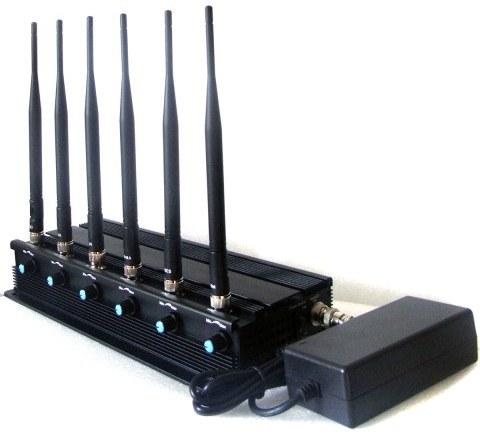 Регуляторы мощности расположены на боковой стороне корпуса рядом с каждой антенной