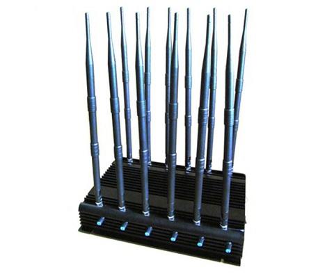 """Даже с установленными антеннами  подавитель """"СТРАЖ X12 PRO"""" имеет относительно небольшие размеры, что позволяет установить его практически везде, где необходимо блокировать мобильную связь"""