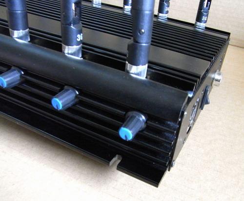 """Под каждой антенной """"СТРАЖ X12 PRO"""" имеется отдельный регулятор мощности по конкретному частотному каналу"""