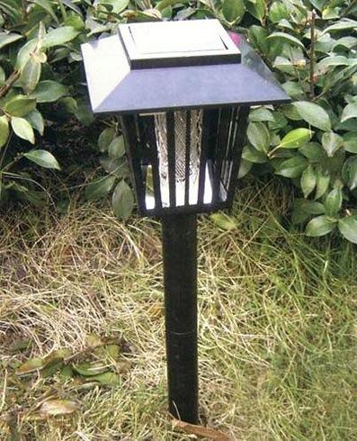 """Уничтожитель насекомых """"Садовый"""" выглядит, как стильный фонарь и подзаряжается от солнечной батареи"""