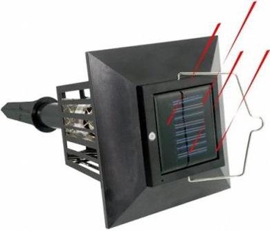 """Солнечная батарея на верхней крышке корпуса уничтожителя насекомых """"Садовый"""""""