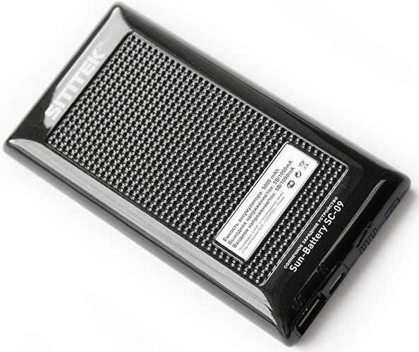"""Благодаря особой текстуре задней панели системы автономного питания на солнечной батарее """"SITITEK Sun-Battery SC-09"""" прибор не соскальзывает с гладкой поверхности (кликните для увеличения)"""