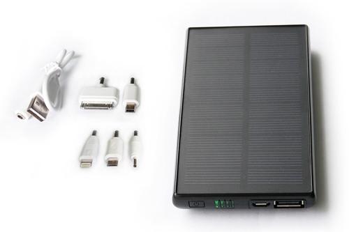 """Комплектация системы автономного питания на солнечной батарее """"SITITEK Sun-Battery SC-09"""" включает 5 переходников для зарядки разных приборов (кликните для увеличения)"""