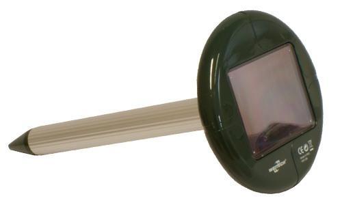 Верхняя часть отпугивателя кротов Weitech-WK677 Solar зелёная, поэтому он хорошо маскируется на садовом участке от посторонних глаз