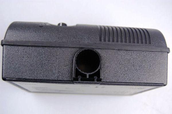 """В нижней части корпуса отпугивателя """"Weitech WK0051"""" имеется отверстие для кронштейнов"""