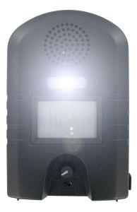 """Отпугиватель """"Weitech WK0052"""" с включенным светодиодным фонариком"""