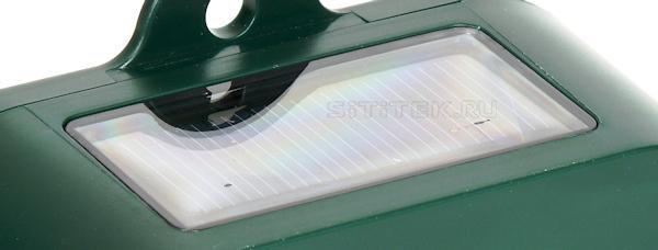 Солнечная панель располагается сверху на корпусе устройства