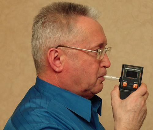 """Помимо высокой точности измерений, алкотестер """"AlcoHunter Эконом"""" отличается надежностью и удобством в использовании"""