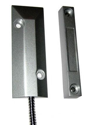Геркон и магнит беспроводного датчика открытия металлических дверей выполнены в металлических корпусах, обеспечивающих защиту от механических воздействий и помех