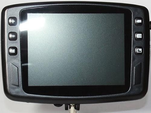 Кнопки для управления параметрами изображения расположены на передней панели монитора рыболовной видеокамеры