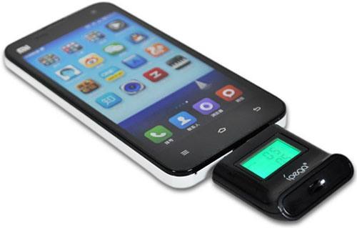Для применения алкотестер IPEGA вставляется в разъем USB (для увеличения нажмите на фото)