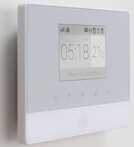 """Сигнализация """"MatiGard Air"""" имеет встроенный термосенсор, данные с которого постоянно выводятся на дисплей главного модуля"""