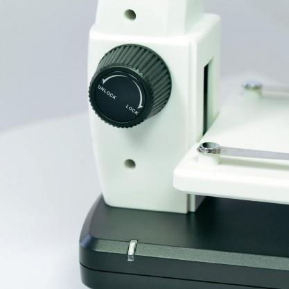 Фиксатор предметного столика в микроскопе