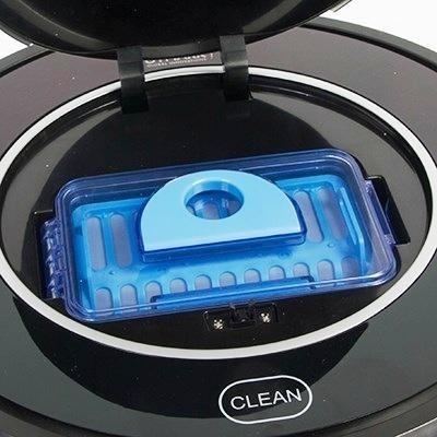 """Пылесборник робота-пылесоса """"Robo-sos X500"""" очень легко вынимать и чистить"""