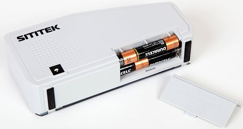 """Счетчик банкнот SITITEK """"V40-M"""" professional может работать как от стационарной сети, так и от батареек """"АА"""" (нажмите на фото для увеличения)"""
