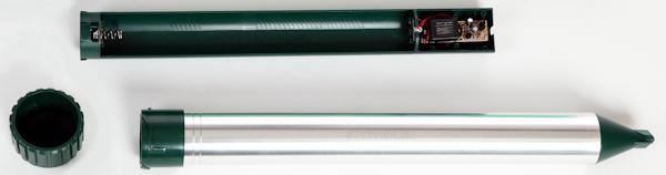 Батарейный отсек для удобства замены элементов питания вынимается из корпуса отпугивателя SITITEK ГРОМ-ПРОФИ