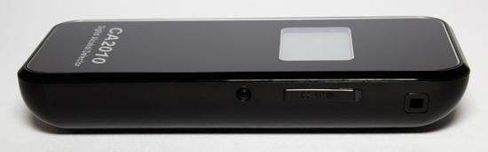 """Кнопка включения """"SITITEK СА2010"""" располагается на торце (рядом с ней слева — гнездо для подключения адаптера питания от автомобильного прикуривателя)"""