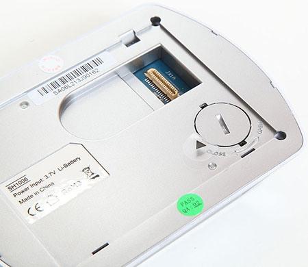 """В мониторе SITITEK """"PentaLux"""" установлена дополнительная батарейка CR2032, благодаря которой настройки даты и времени не сбиваются, если вынуть батарейки (нажмите на изображение, чтобы увеличить)"""